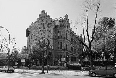 Fachada del colegio El Porvenir a la calle Bravo Murillo (década de los 80 del siglo XX)